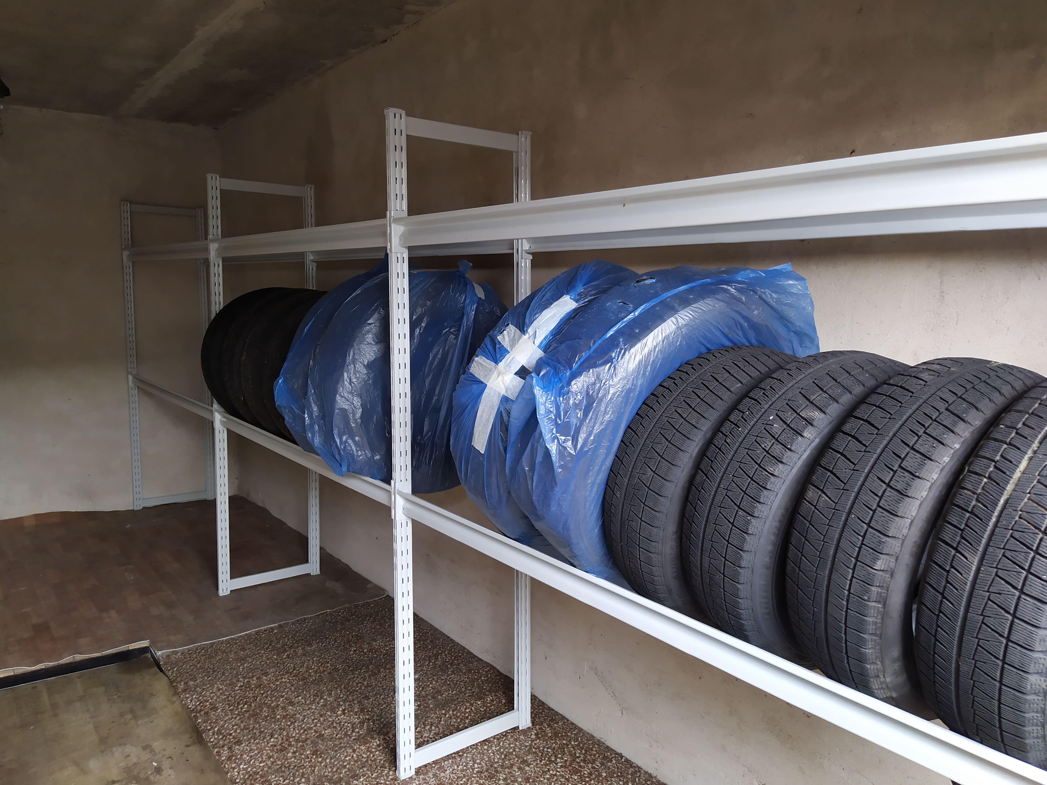 Стенд с шинами для хранения