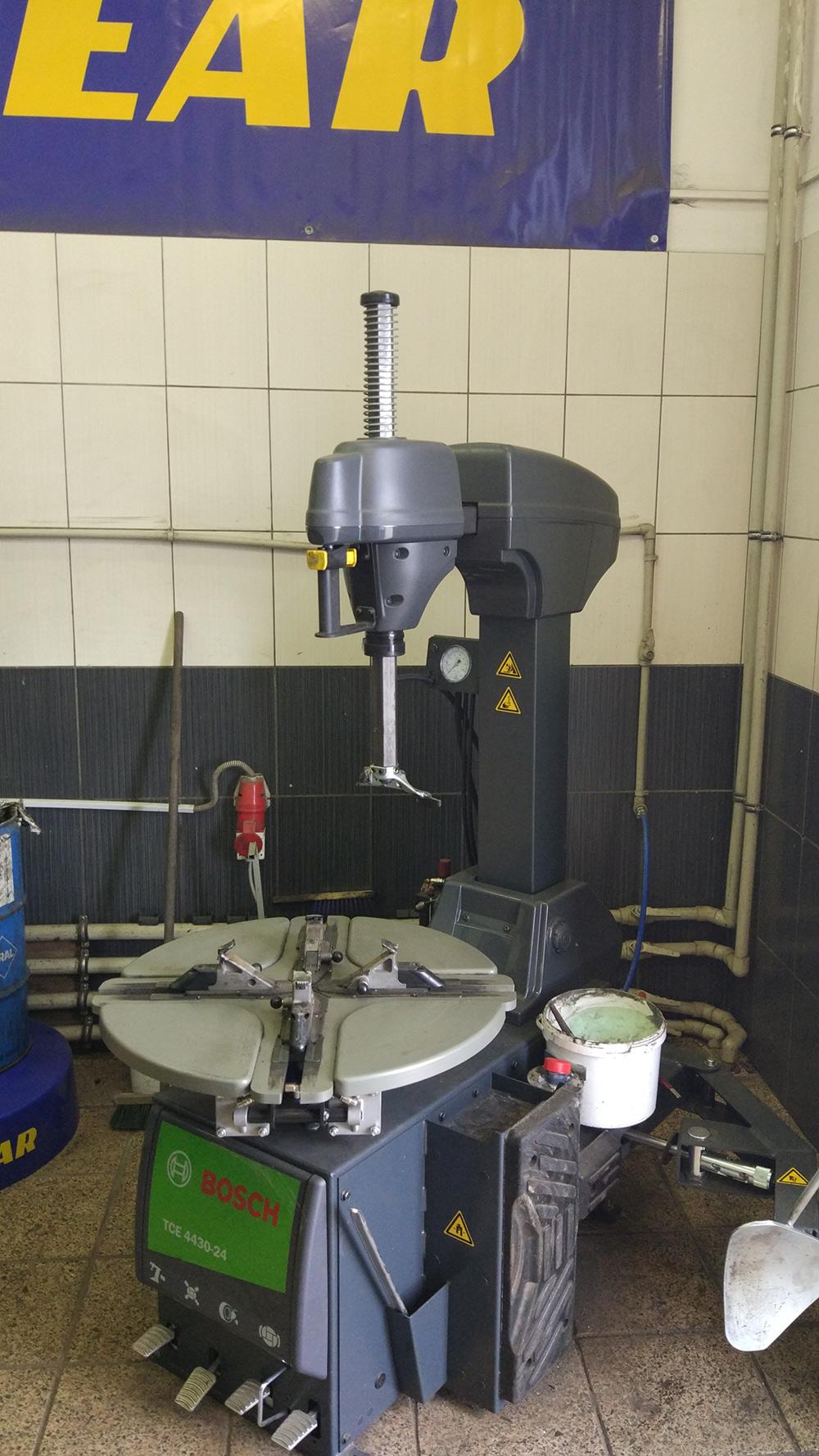 Автоматический шиномонтажный станок Bosch TCE 4430-24 (Италия)